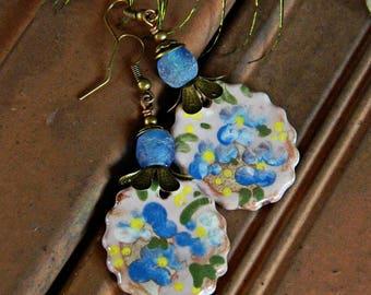 Keramik Ohrringe, blaue Blume Ohrringe, rustikale glasohrringe, romantische böhmische Boho hochzeitsohrringe, Handwerker Keramik Charme,
