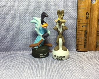 Wile E Coyote & Road Runner Beep beep Warner Brothers Looney Tunes Cartoon - French Feve Feves Figurines Doll House Miniatures UU85