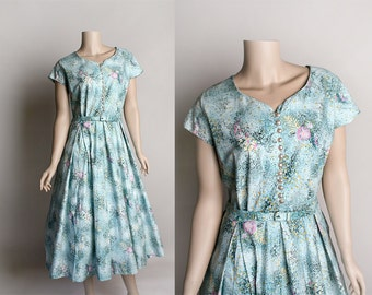 Vintage 1950s Dress - Sky Blue Floral Print Cotton Day Dress Belt - Pockets - Novelty Print Pink Flower Bouquet Art Print - Pleated - Large
