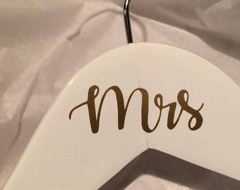 Mr and Mrs Gold Vinyl Decal on White Wood Hangers - Set of 2, Makes the perfect addition to a wedding gift!