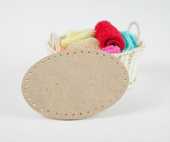 Board approx. 5.5 x 3.5 cm oval, for washing basket, floor to wicker, for tinkering for the doll's room, Dollhouse miniatures, model making