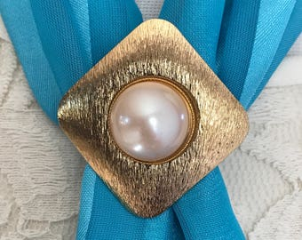Vintage Pearl Scarf Clip. Gold Tone Pearl Scarf Holder. Scarf Slide. Scarf Ring. Christmas Gifts Under Ten. Gift for Mom. Boss. Coworker