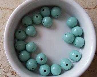 Set of 20 beads 10mm acrylic green powder (P44)