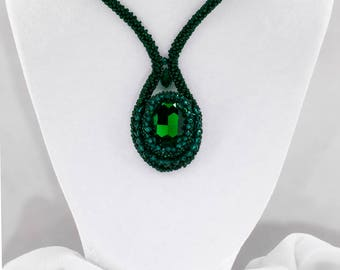 Elegant deep green seed bead woven necklace with pendant