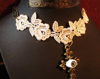 Lace eyes GALLITRAP necklaces