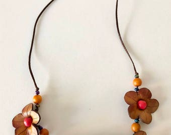Leather daisy neclace