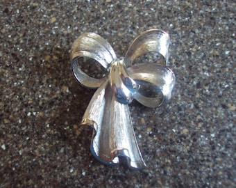 Silver Bow Shaped Brooch Pin