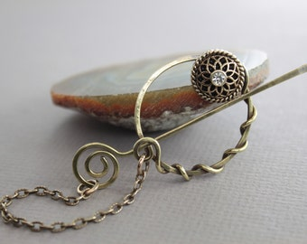 Penannular brass shawl pin or scarf pin with a vintage style button and chained stick, Knitting accessory, Fibula, Crystal shawl pin, SP106