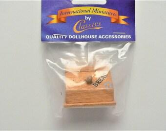 Dollhouse Miniature Bread Box, Natural Finish #IM65411NOS