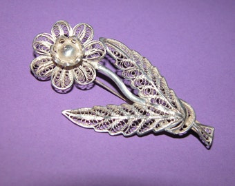 Charming Antique Silver Filigree Flower Brooch