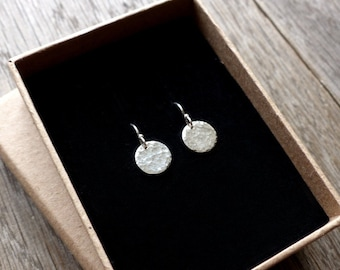 Tiny sparkles, sterling silver disc earrings, hammered disc dangle earrings, simple minimalist everyday earrings, round earrings