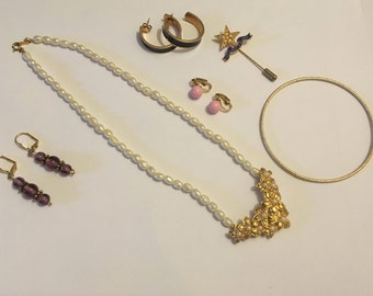 Vintage Jewelry Lot, Wholesale Jewelry, Craft Jewelry, Arts and Crafts, Jewelry for Resale, Estate Finds, Earrings, Bracelets, Necklaces