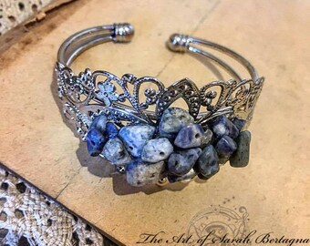 Silver bracelet & Sodalite chips.