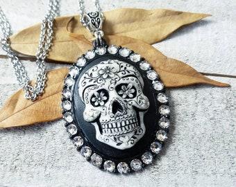 Sugar skull pendant - sugar skull necklace - gothic cameo necklace - dia de los muertos - sugar skull jewelry - gothic jewelry - sugar skull