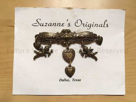 1950s SUZANNE'S ORIGINALS Adorable Valentines Brooch with Hanging Cupids and Hearts On Original Card