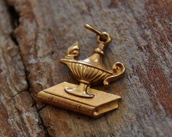14k Lamp of Knowledge Charm