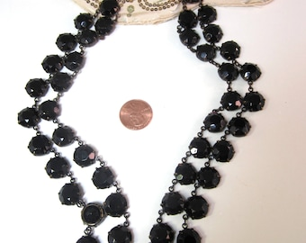 Vintage black glass beads necklace