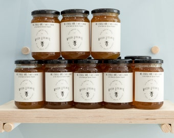 Honey bee black crushed to the old chestnut, Bramble, l l Pyrenees l lime