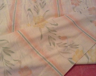 Vintage queen sheets floral Dan River queen 50/50 flat queen sheet Free shipping