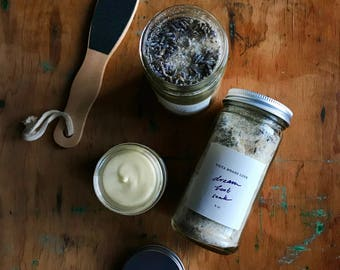 LOVE YOUR FEET organic foot care kit - for a simple luxurious pedi: Dream Foot Soak, Ginger Mint Foot Cream + a wooden exfoliator