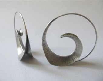 fine hand crafted silver earrings, designer jewelry, foldform, unique made, anticlastic jewelry, sculptural earrings, Waldorf Jewelry, art
