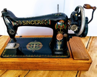 Beautiful Art Deco antique Singer sewing machine (1917) with case, instruction booklet, needles and bobbins