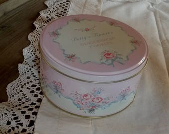 Pink shabby chic sewing box / vintage roses pattern