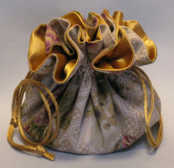 Jewelry Travel Tote---Drawstring Organizer Pouch---Holiday Floral Design------Regular Size