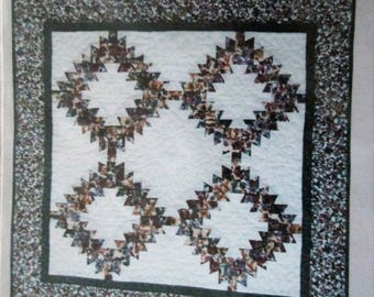 Holiday Wreath Quilt Pattern by Lazy Girl Designs