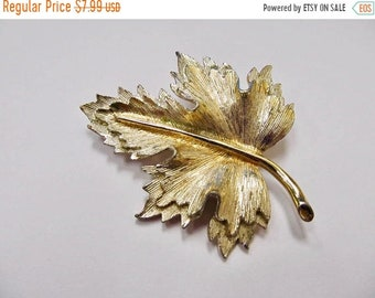 On Sale SARAH COVENTRY Two Tone Textured Leaf Pin Item K # 1480