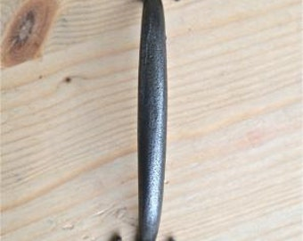 A Gothic Fleur de Lys end cast iron handle WH35