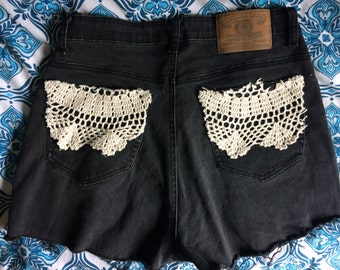 Stretchy *High-Waisted* Shorts w/ crochet pockets! Size 10-12