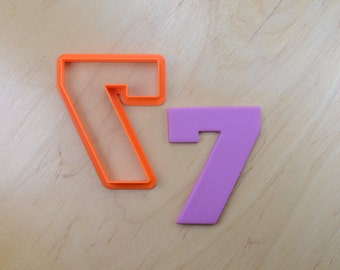 Classic Number Seven Cookie Cutter
