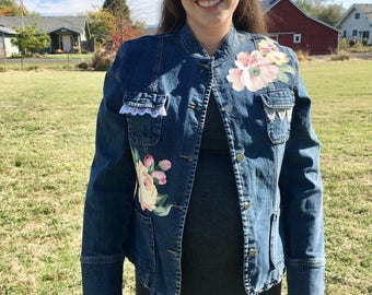 Denim Jean Jacket with Barkcloth Flowers ~ Women's Size Large Jean Jacket ~ Denim Jacket with Flowers Shabby Chic Jacket ~ Upcycled Boho