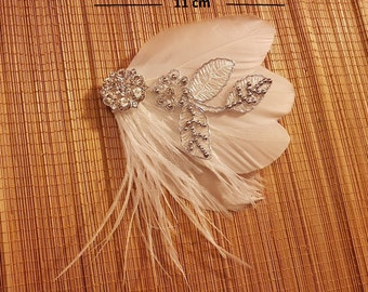 Bridal Hair Clip Bridal Feather Fascinator, Feather Hair Piece, Wedding Hair Accessory, ivory feather hair clip, Bridal feather fascinator