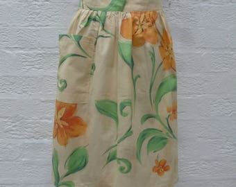 Vintage apron kitchen gift for her birthday mums apron green floral present girlfriend apron England handmade 1980s rustic retro kitchen UK.