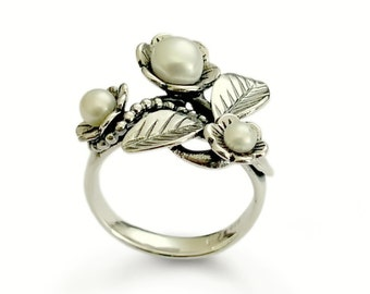 Pearls botanical Ring, Filigree Flower silver ring, Sterling silver Statement ring, Feminine Multistone ring, pearl and silver leaves ring