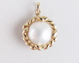 Vintage 14k Gold Pendant with Pearl