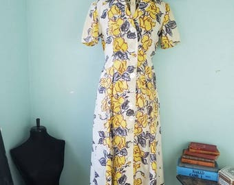 Vintage 1950s dress; floral button down dress; it has pockets! ; pin up; rockabilly