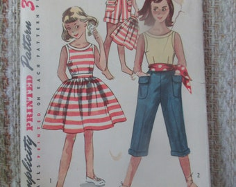 Simplicity Size 7 Girls' Blouse, Shirt, Shorts and Pedal Pushers Mother and Daughter Fashion Pattern 4276
