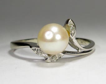 Vintage Retro 14K White Gold Diamond & Pearl Ring