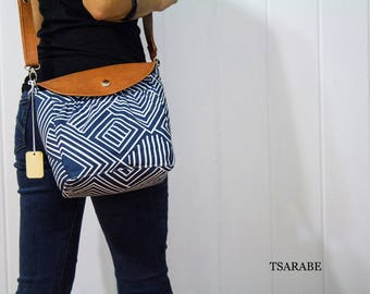 Camera bag for woman photographer  / Made by hands in USA / Cute camera bag with leather strap / PADDED crossbody camera purse