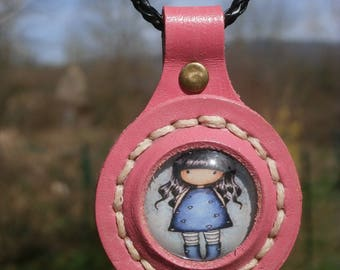 Necklace with leather medallion and cabochon glass collection girl