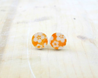 small orange and white stud earrings-ceramic round earrings with orange flowers decoration-hypoallergenic stud earrings