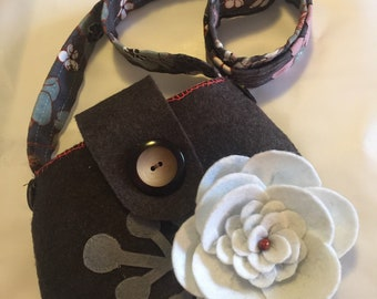 Brown wool bag with big white flower