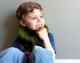 kids crochet cowl in OLIVE GREEN - (vegan friendly) - ready to ship