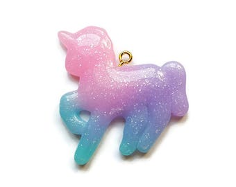 Unicorn Glitter Pendant (1)   38mm x 36mm