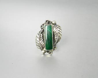 Vintage Native American Navajo Malachite Ring Silver Jewelry Old Pawn Leaf Design Oval Stone Ring Size 8 1/2