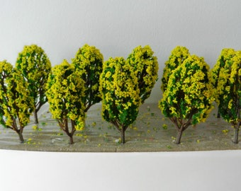 10 x Slim Yellow Green Model TREES 6 cm ~ Scenery for N /Z Scale, MODEL TRAIN Accessory, Brand New