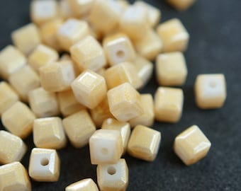 20 cubic Crystal 4 mm yellow N34